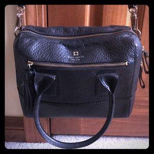 Black Kate Spade handbag. ♠️